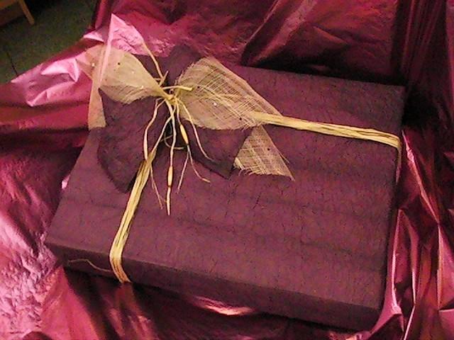 Как упаковать картину на подарок 56